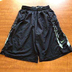 NIKE Mens XL Shorts